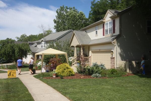 Bloomington indiana summer garden walk flowers gardens for Bloomington indiana home builders